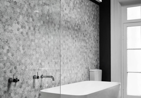 Hexagon_Tile_Bathroom_Design-e1450496953735